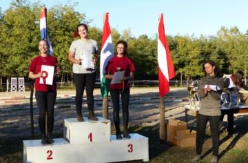 Távlovas versenyen az Ópusztaszeri Akhal Ménes csapata Cecén!